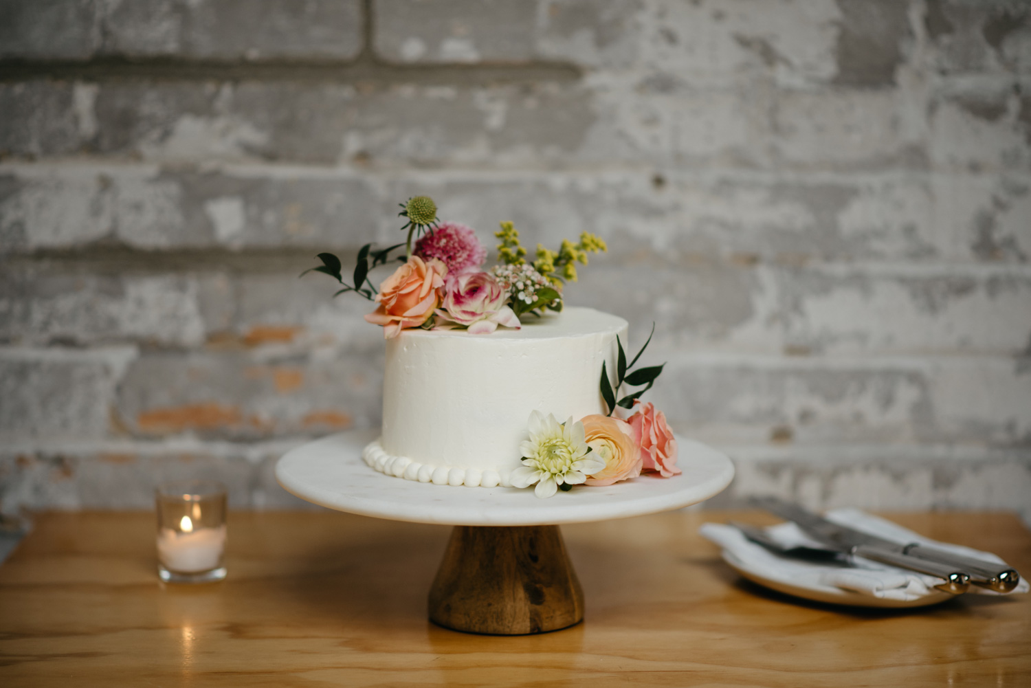 One layer wedding cake with multicolor floral