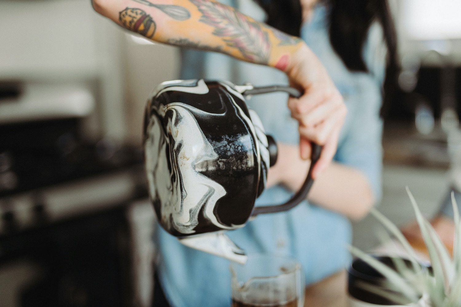 pouring marble textured teapot